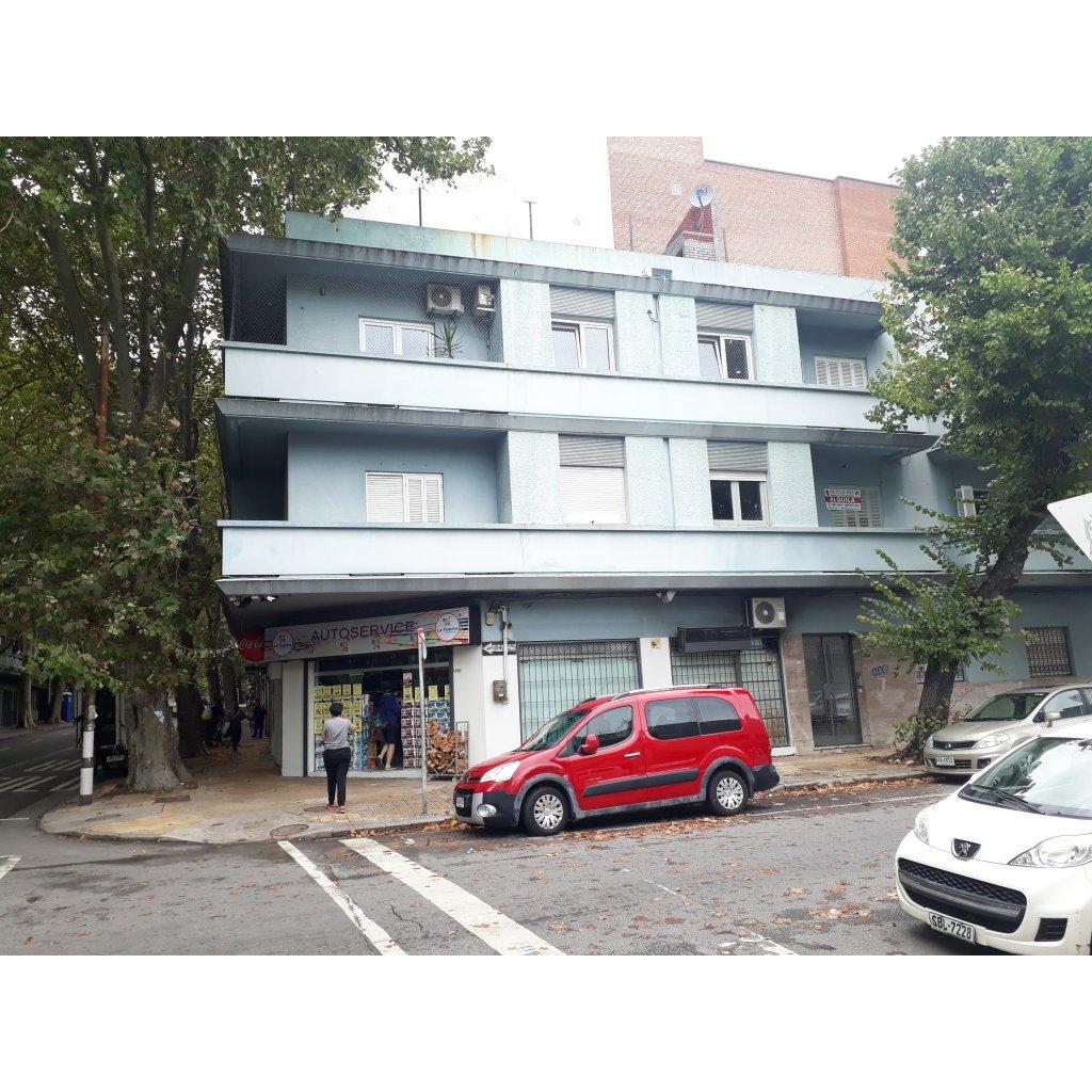 Vista frente del edificio